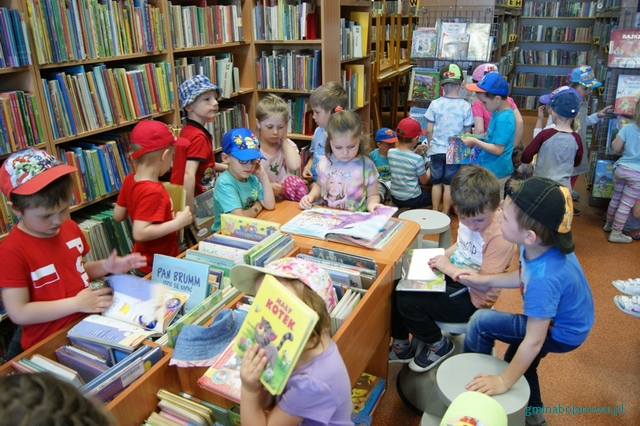 ˝Uszatki˝, ˝Pajacyki˝ i ˝Pszczółki˝ w bibliotece