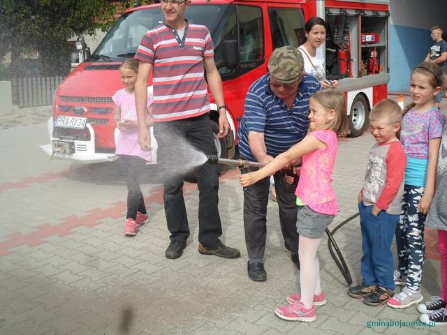 Dzieci z Gościejewic z wizytą u strazaków